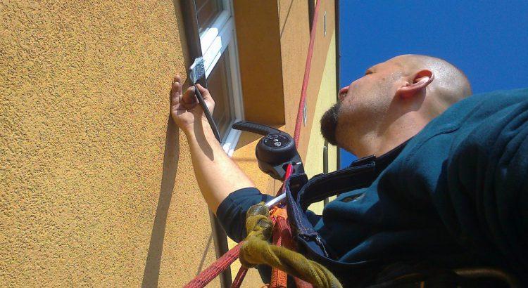 natírání fasády a parapetů